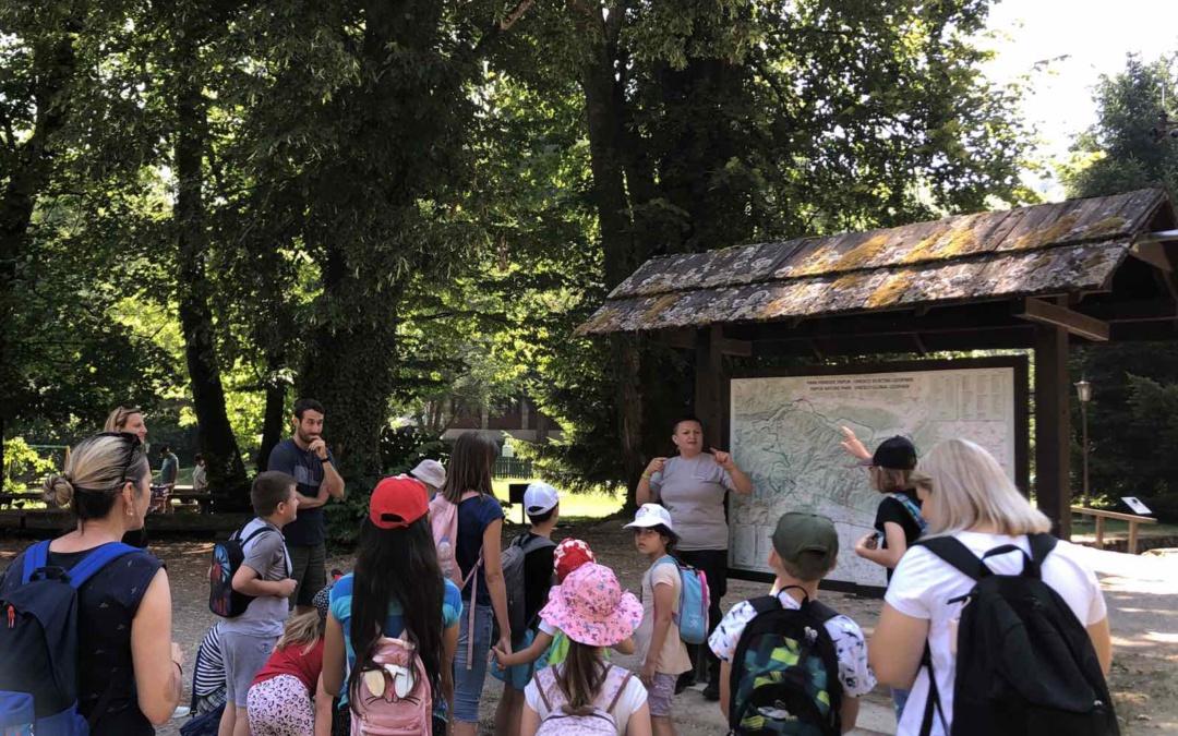 Grupa malih i velikih leptirića uputila se na Izlet u Park prirode Papuk – upoznajmo ljepote Slavonije